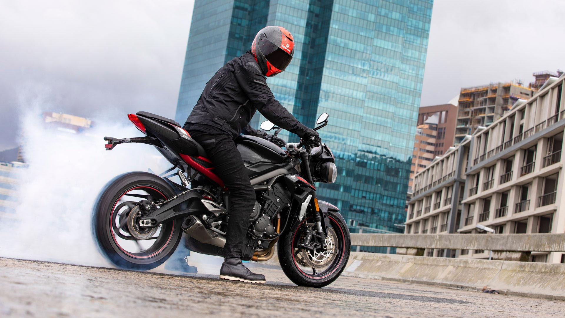 Street-Triple-R-Variant-Page---Gallery-1-1920x1080px