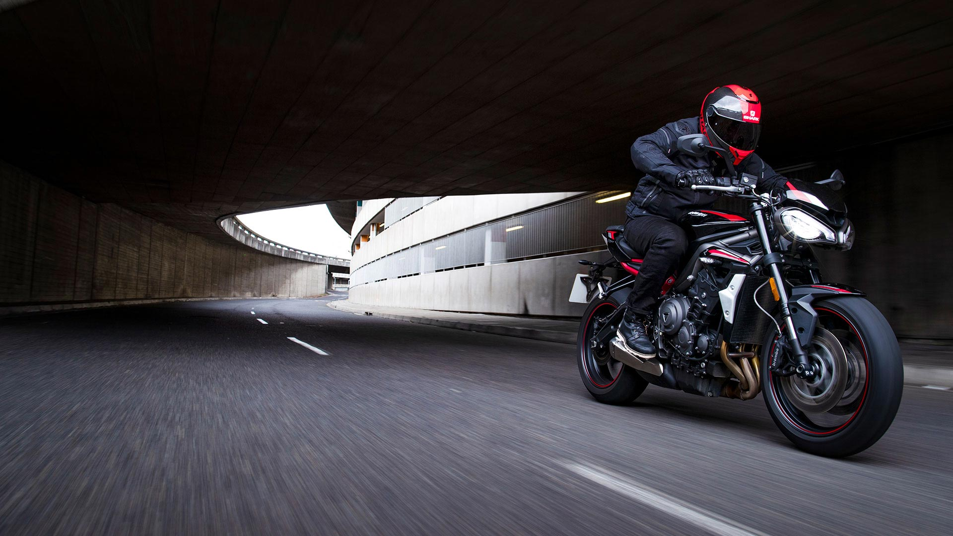 Street-Triple-R-Variant-Page---Gallery-2-1920x1080px