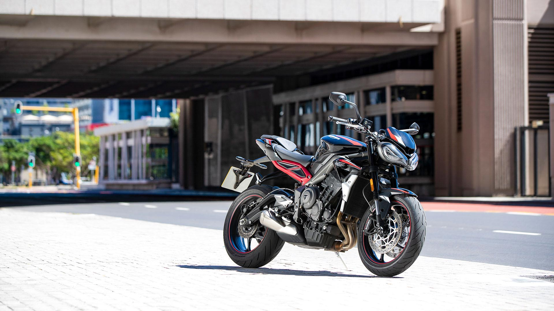 Street-Triple-R-Variant-Page---Gallery-3-1920x1080px