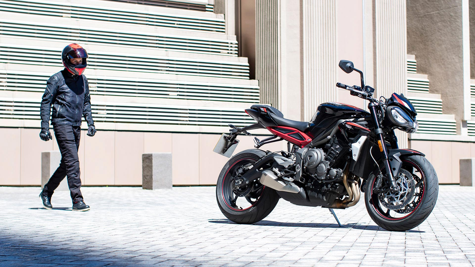 Street-Triple-R-Variant-Page---Gallery-5-1920x1080px
