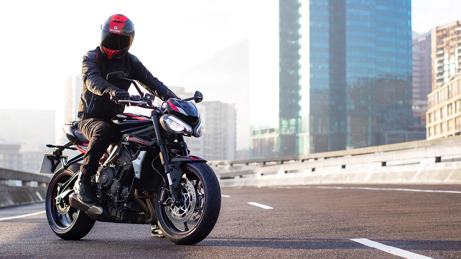 Street-Triple-R-Variant-Page---Gallery-9-1920x1080px